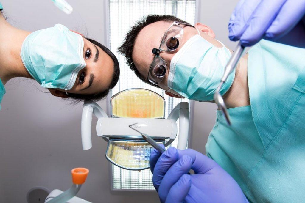 fogágybetegség kezelése a fogorvosi rendelőben