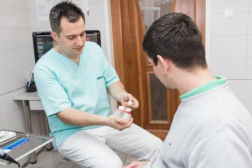 A fogimplantátum hátrányai nem jelentkeznek rendszeres kontroll és jó szájhigiéne mellett.