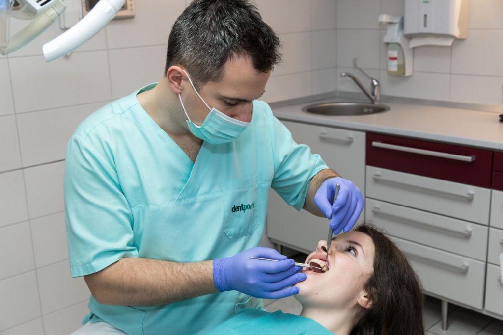 Fogorvosi eszközök a fog implantátum eltávolítása kezeléshez kapcsolódóan.